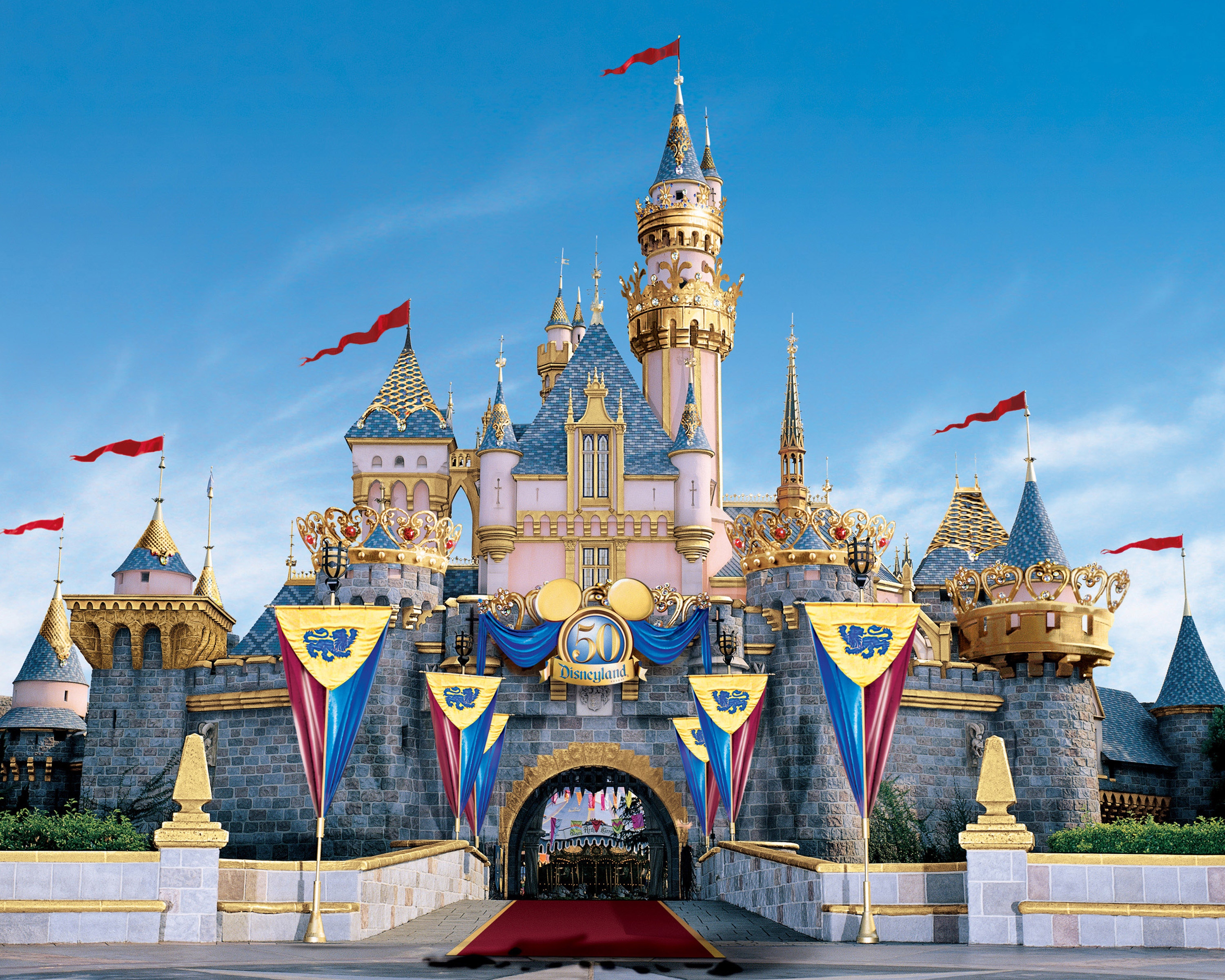 compare and contrast disney world v Compare contrast disney essay submitted by plinzy622 words: 997 pages: 4 open document paris linzy dubose eng101/tu-th 1:30 february 22, 2015.
